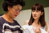 Mẹ chồng bắt sinh đứa thứ hai, nghĩ bà xem thường tôi đẻ con gái nhưng tình cờ nghe được cuộc điện thoại của bà khiến tôi bật khóc