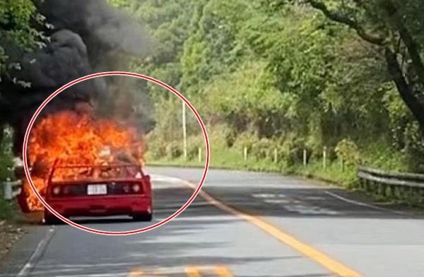 Tài xế bất lực nhìn siêu xe hàng hiếm cháy đến trơ khung