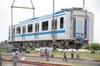 TP.HCM hạ tải đoàn tàu thứ hai xuống đường ray Depot Long Bình
