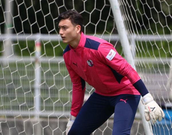 Goalkeeper Dang Van Lam,Japan