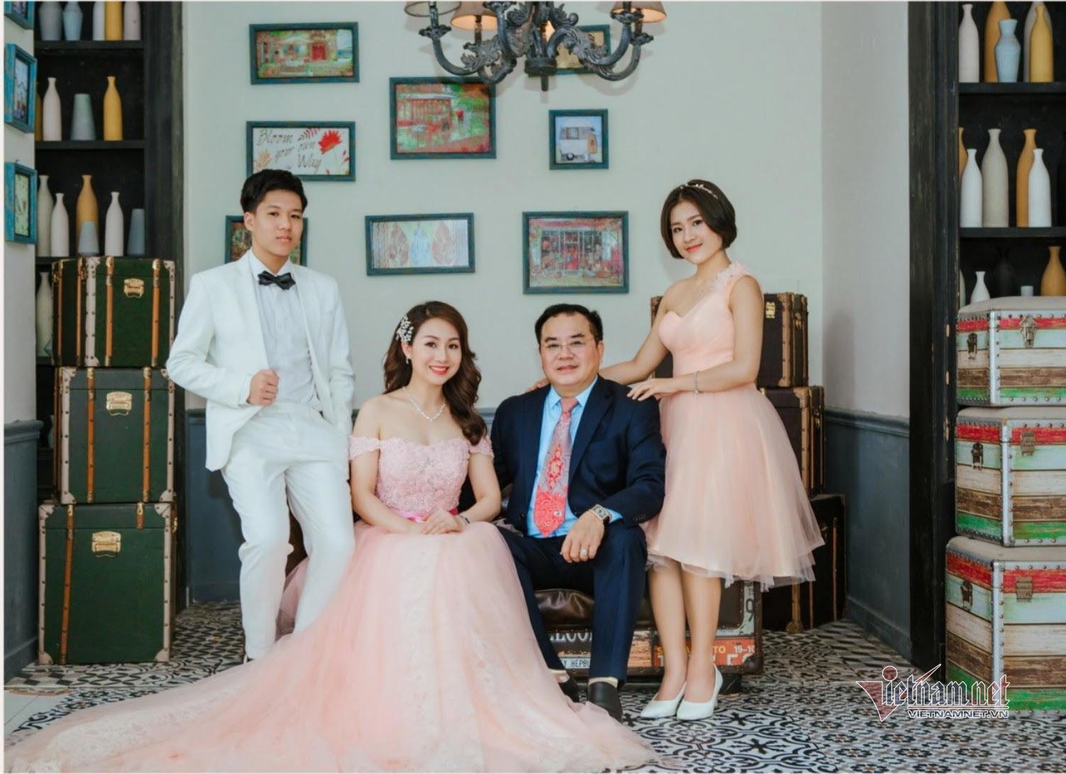 Đại tá, NSND Quốc Trượng hạnh phúc bên vợ kém 13 tuổi và hai con