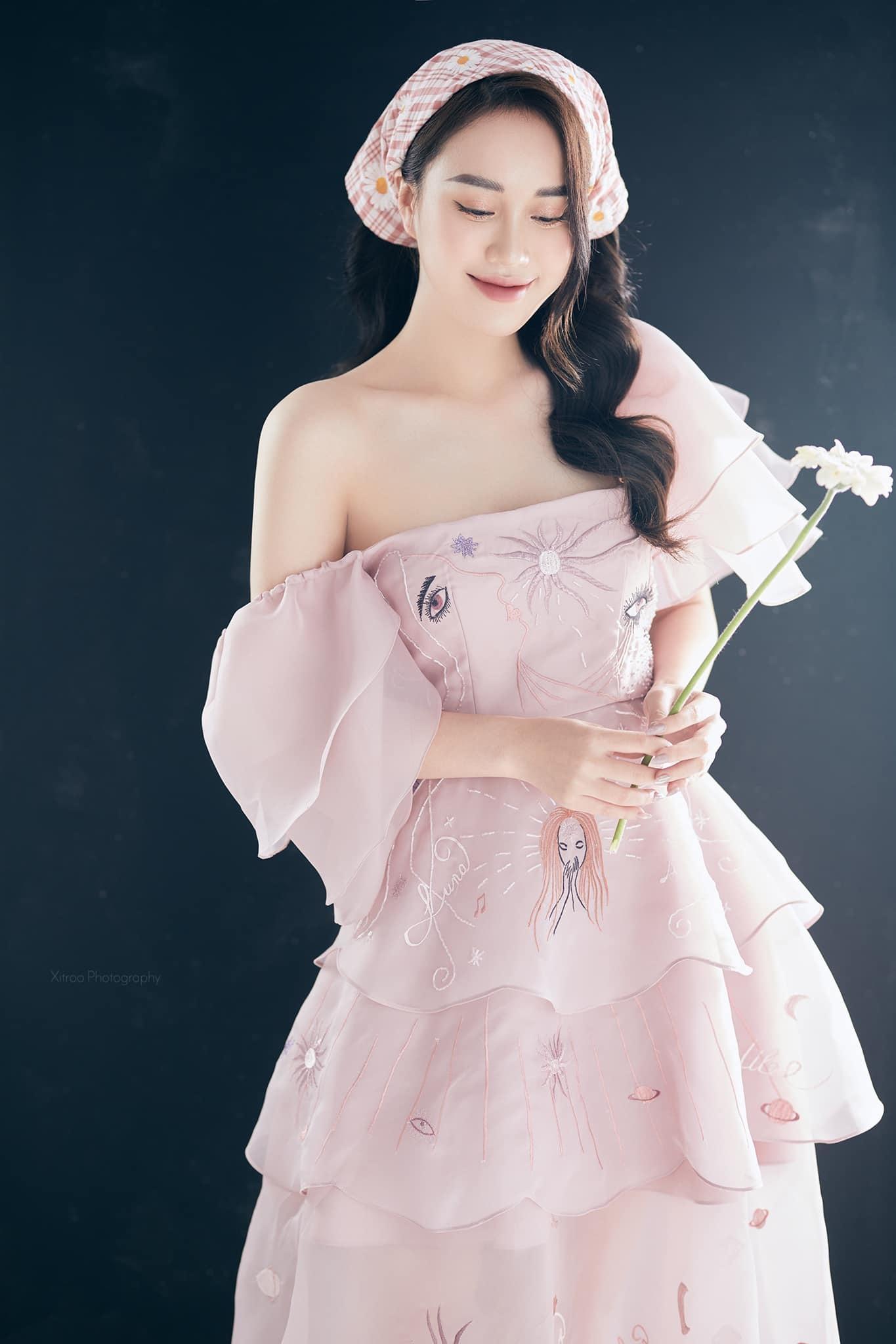Hơn Quỳnh Kool 13 tuổi, Hồng Diễm trông vẫn trẻ đẹp