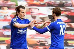 Thua Leicester, MU dâng chức vô địch cho Man City