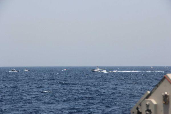 Mỹ công bố video Iran đụng độ nhóm tàu chiến ở eo biển Hormuz