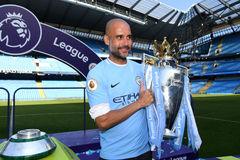 MU 'đầu hàng', Pep Guardiola lên tiếng về danh hiệu của Man City