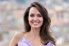 Angelina Jolie than đã cô đơn quá lâu
