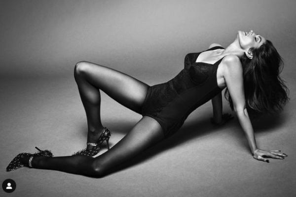 Cựu siêu mẫu Cindy Crawford gây sốt với ngoại hình tuổi 55