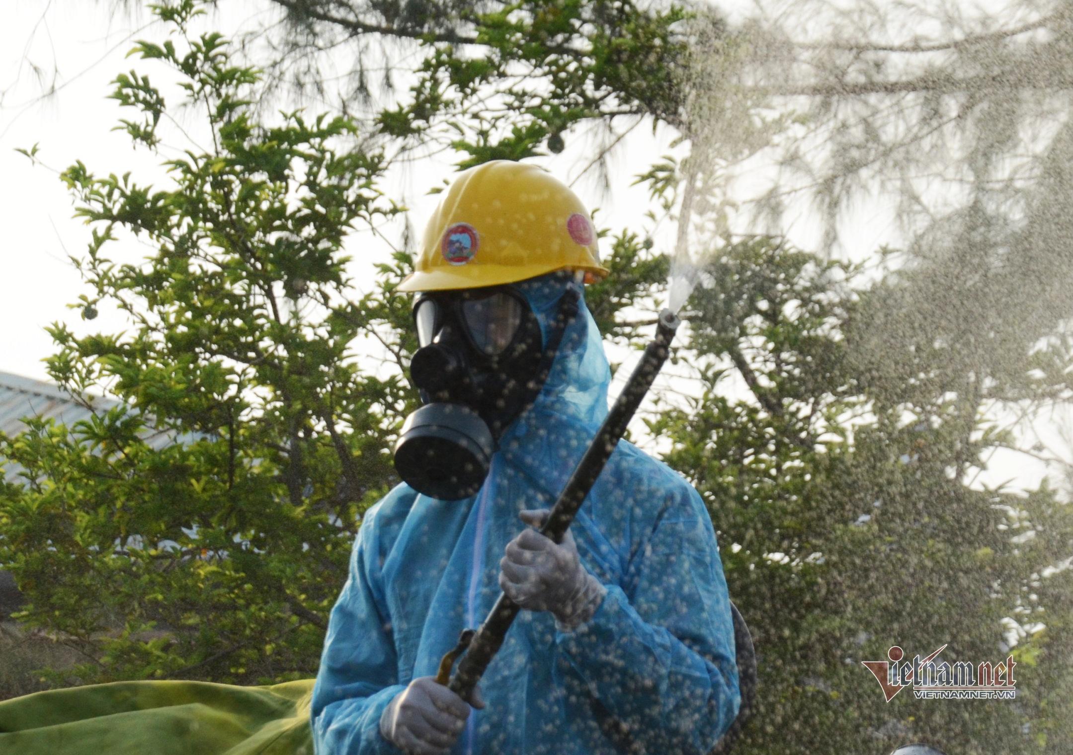 Phun khử khuẩn khu công nghiệp, xét nghiệm 8.000 công nhân ở Đà Nẵng