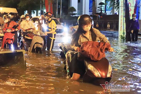 Cách khắc phục xe máy bị ngập nước, chết máy do mưa to
