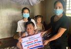 Ba đứa trẻ có bố gặp tai nạn liệt giường tiếp tục được bạn đọc ủng hộ