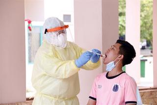Vietnam provides COVID-19 assistance to Laos