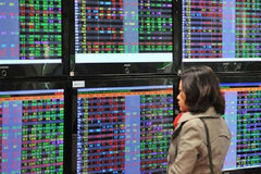 Over 100,000 new stock trading accounts opened in April