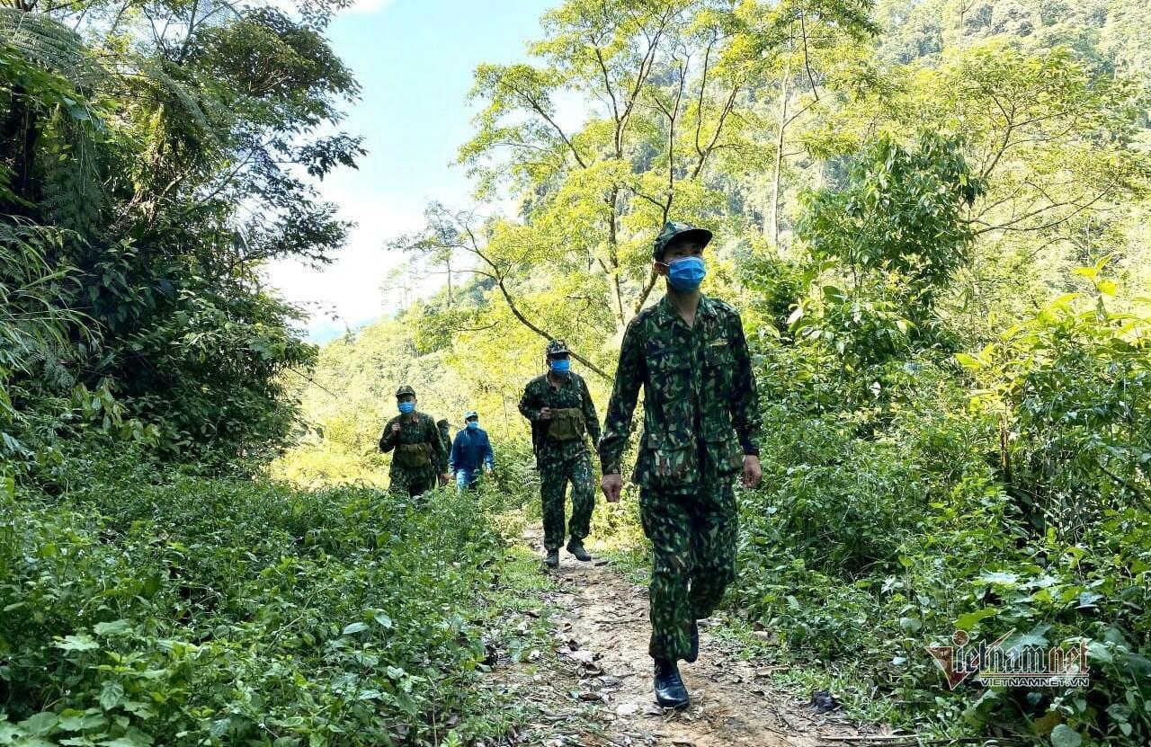 Sải chân dọc biên giới ngày đêm, chốt chặn từ rừng xuống sông ngăn dịch Covid-19
