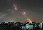 Mưa tên lửa dội xuống dải Gaza