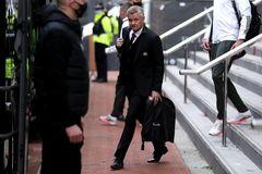 MU phải làm điều khó tin trước trận đấu bù Liverpool