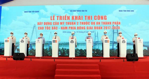 PM speeds upprogress of major traffic projects in Mekong Delta