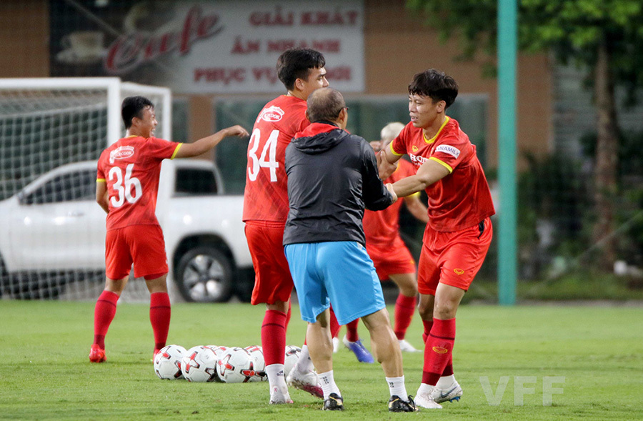 Tuyển Việt Nam tập bài lạ, nhiều tuyển thủ 'choáng'