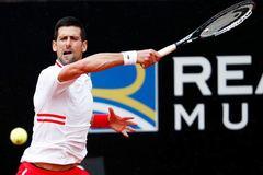 Djokovic lần thứ 15 vào tứ kết Rome Masters
