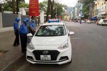 'Chặt chém' khách Tây 200 nghìn, taxi dù bị phạt 9 triệu đồng