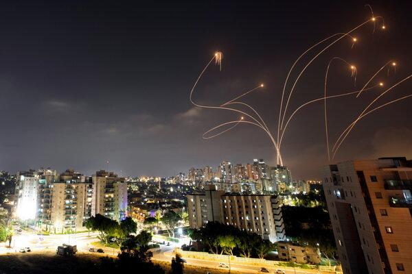 Lebanon bắn tên lửa về phía Israel