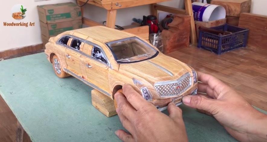 Siêu xe Lamborghini làm từ gỗ của nghệ nhân Việt lên báo ngoại