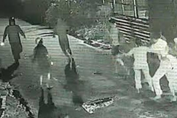 Ẩu đả vì ghen, 3 người bị chém giữa phố ở Hà Nội