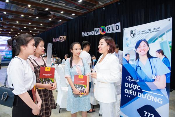 Nova College nâng chất lượng đào tạo bằng hợp tác trong nước, quốc tế