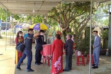 Đám hỏi đặc biệt diễn ra ngay tại chốt kiểm dịch Covid-19 ở Quảng Nam