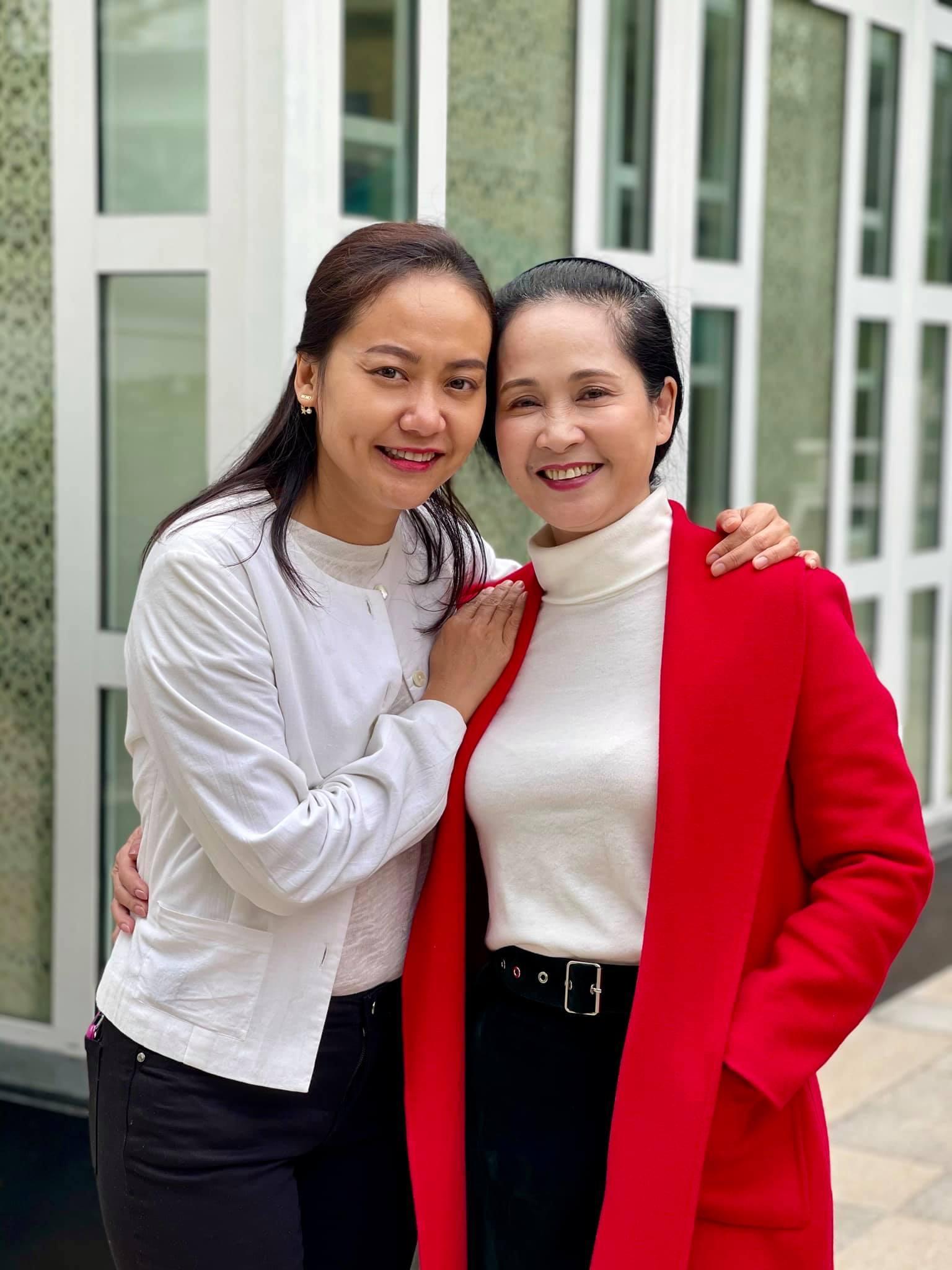 NSND Lan Hương: Các con tôi chê 'sao trông mẹ kinh thế'