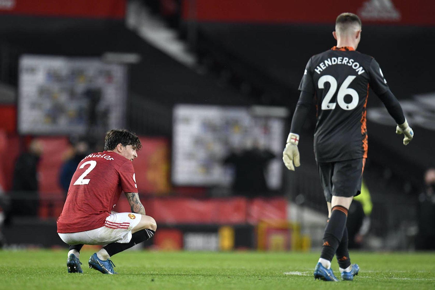 MU lập kỷ lục buồn, Man City 'đi đêm' Nuno Mendes