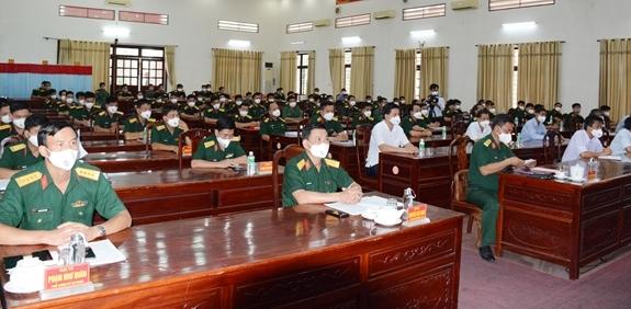 Trưởng ban Tuyên giáo Trung ương Nguyễn Trọng Nghĩa tiếp xúc cử tri tại Sư đoàn 5