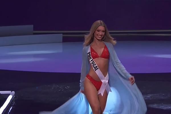 Khánh Vân trình diễn áo tắm 'thiếu lửa' ở bán kết Miss Universe 2020