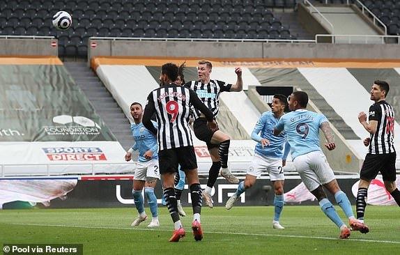 Thắng Newcastle 'điên rồ', tân vương Man City đi vào lịch sử