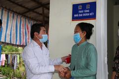 Kim Oanh Group tặng 2 nhà tình thương cho hộ nghèo Vĩnh Long