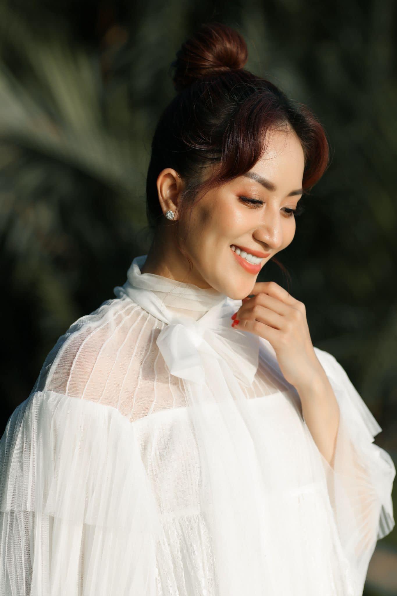 Nhan sắc trẻ đẹp của Khánh Thi cận kề tuổi 40