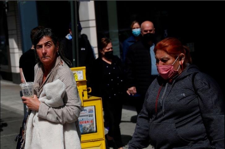 Người Mỹ hoài nghi về chỉ dẫn bỏ khẩu trang