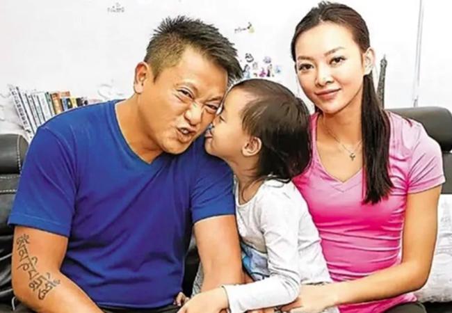 Tài tử Ngụy Tuấn Kiệt trầm cảm vì bị vợ bỏ, nuôi con một mình