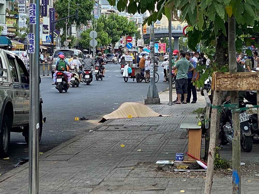 Truy bắt hung thủ đâm chết tài xế GrabBike trước cổng bệnh viện