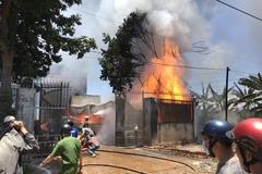 Lửa bao trùm nhà kho ở Gia Lai, nhiều tài sản bị thiêu rụi