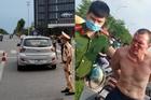 Cảnh sát giao thông  Hà Nội bắt tên cướp taxi trên đường Cienco 5