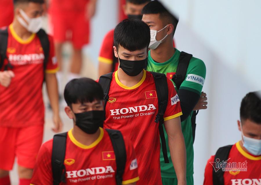 Hoàng Đức bị dập xương, HLV Park Hang Seo 'tái mặt'