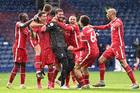 Alisson ghi bàn, Liverpool thắng nghẹt thở phút bù giờ