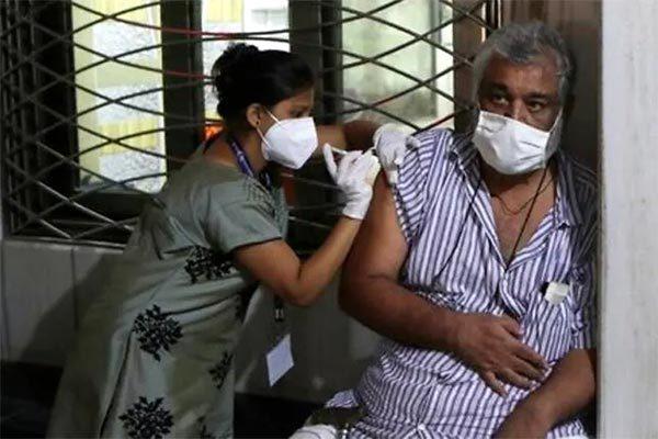 Covid-19 quay lại Singapore, Ấn Độ hơn 4.000 ca tử vong mỗi ngày