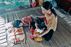 Con mắc bệnh cực hiếm gặp, gia đình nghèo lâm cảnh khốn đốn