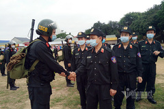 300 mobile police officers support Bac Giang in fight against Covid-19