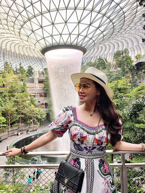 Gợi ý chọn trang phục du lịch bắt mắt từ BBLuxury Bùi Phương Anh