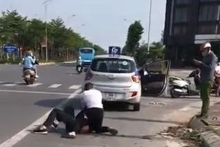 Kỷ luật chiến sĩ công an thờ ơ khi tài xế vật lộn với tên cướp ở Hà Nội
