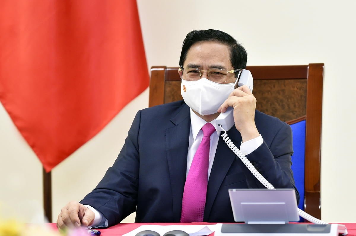 Thủ tướng Phạm Minh Chính điện đàm với Thủ tướng Nhật Bản