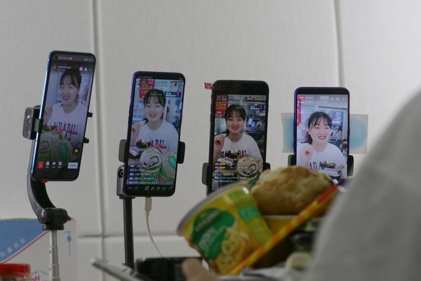 Chiêu trò dối trá trong ngành livestream ở Trung Quốc