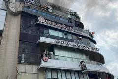 """Cháy nóc toà nhà """"hàm cá mập"""" ở Hà Nội"""